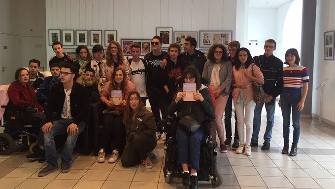 Les élèves du Lycée professionnel avec l'actrice Bruna Cusi de Verano 93